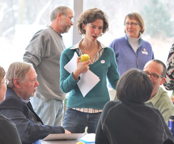 Amanda Edmonds of Growing Hope talks with Chris Bedford and others attending the Local Food Summit