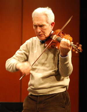 Arnold Steinhardt borrows Kevin Hsiao's violin to demonstrate how to a piece by Bach conveys a sense of dance.