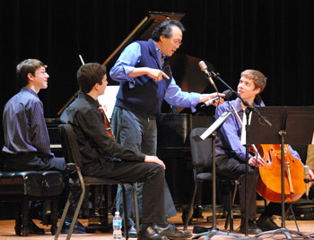 Yo-Yo Ma talks to Eric Tinkerhess, a cellist from Pioneer High School