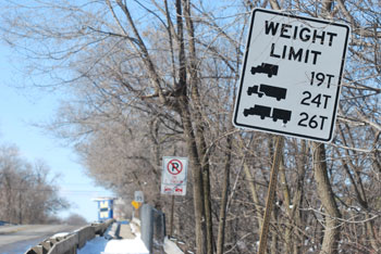 Stadium Bridge Weight Limit Sign