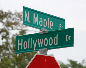 Street sign at Hollywood and North Maple in Ann Arbor