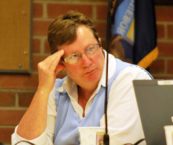 Sandi Smith (Ward 1) just before raising a point of order about time of Jane Lumm's (Ward 2) speaking turns.