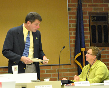 Sandi Smith (Ward 1) touched base with city administrator Steve Powers before the meeting.