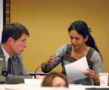 Sumi Kailasapathy (Ward 1), city administrator Steve Powers