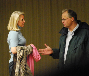 Sally Petersen (Ward 2) spoke with Michael van Nieuwstadt before the meeting started.